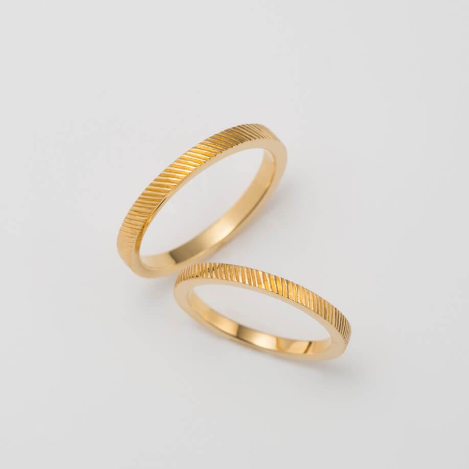 タガネ彫りのゴールドの結婚指輪