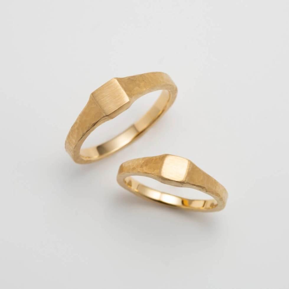印台デザインのゴールドの結婚指輪