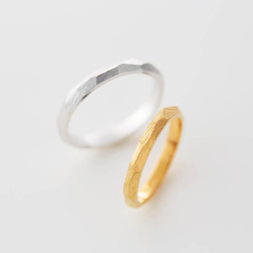 マット(つや消し)加工を施した多面デザインの結婚指輪