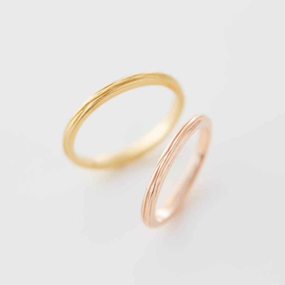 樹木模様の細い幅の結婚指輪