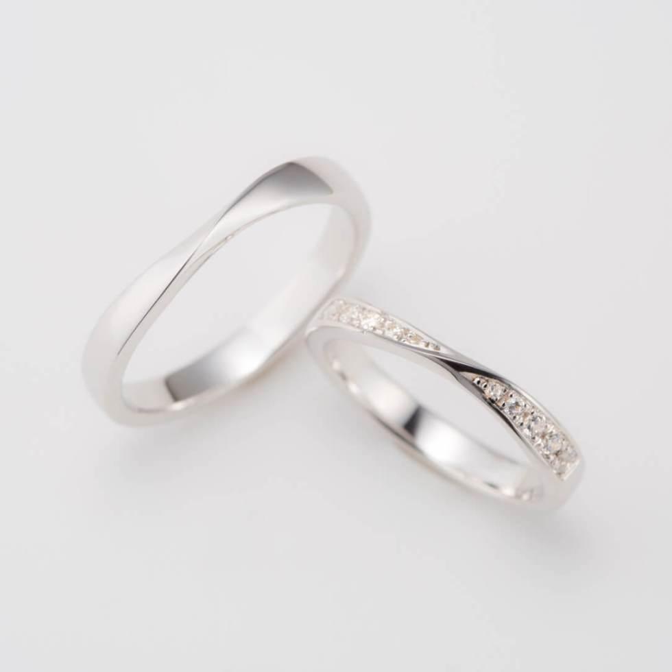ひねりの形の結婚指輪