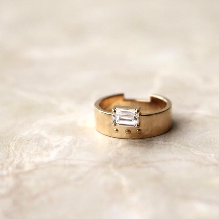 エメラルドカットの指輪