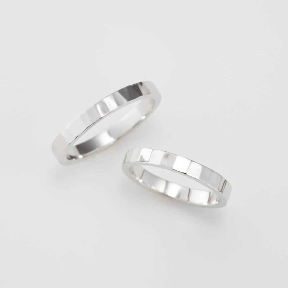 鎚目加工を施した平打ちの結婚指輪