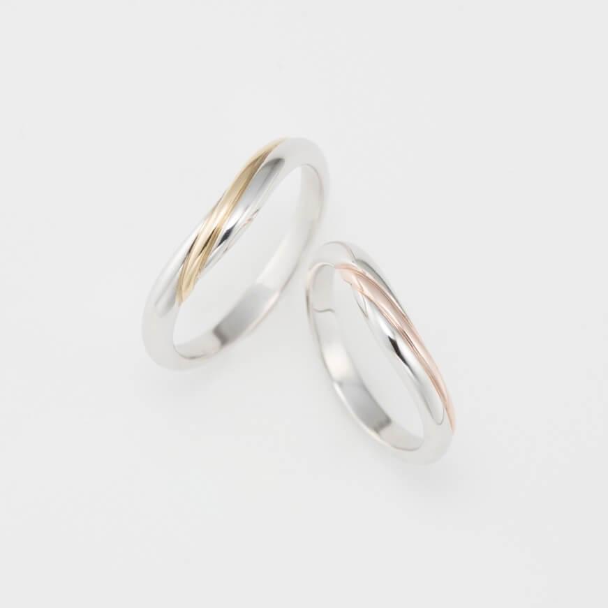 U字フォルムのバイカラーの結婚指輪
