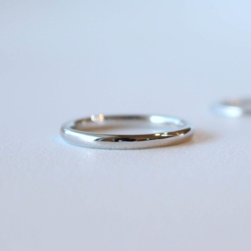 プラチナの甲丸の結婚指輪