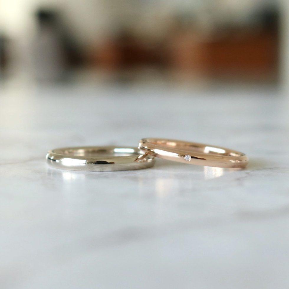 色違いの甲丸の結婚指輪