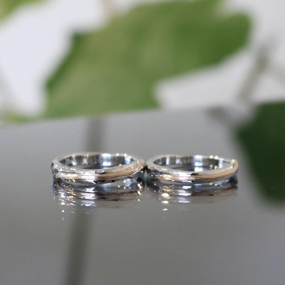右上がりのラインがアクセントになるフルオーダーメイドの結婚指輪