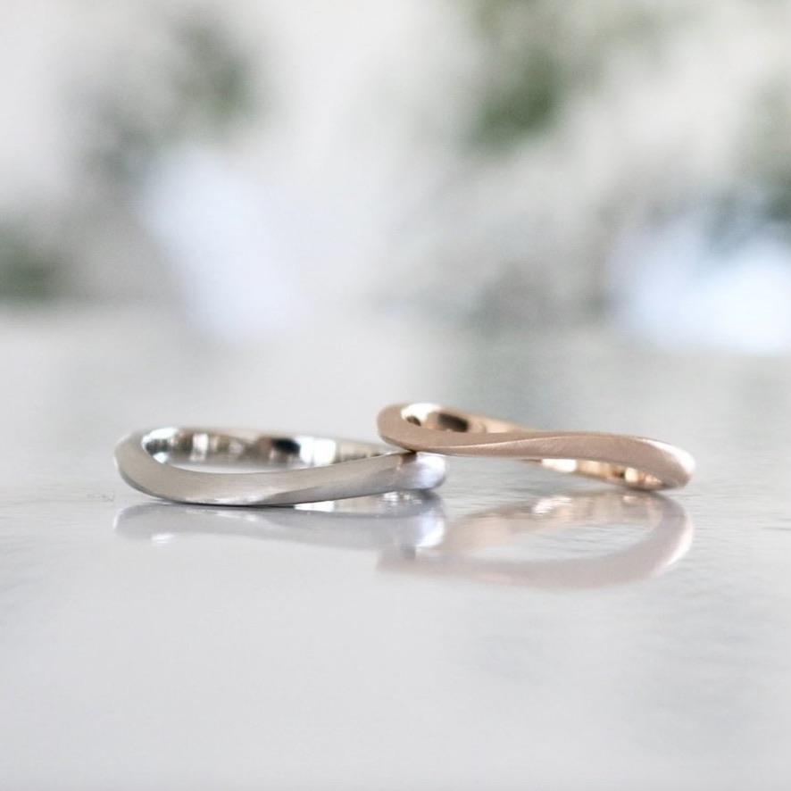 S字ウェーブの結婚指輪