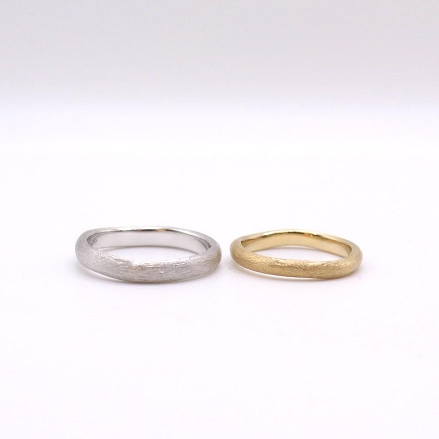 サテン荒のつや消しの結婚指輪