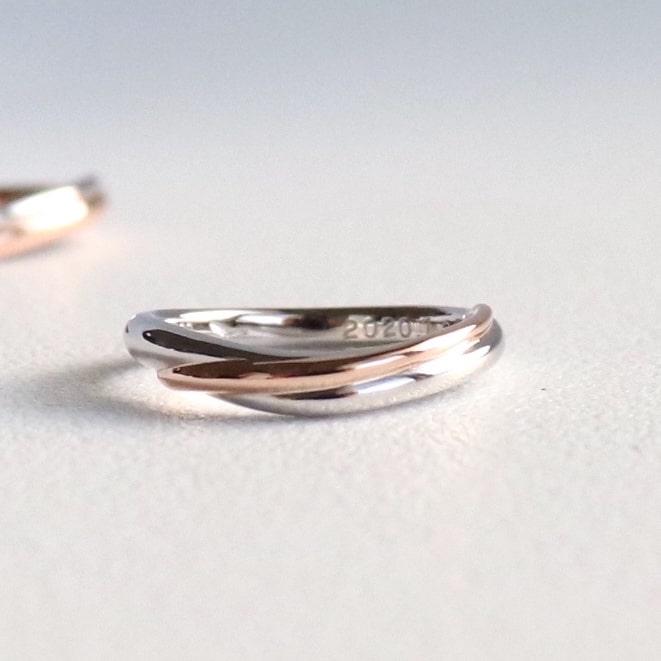 プラチナとピンクゴールドのコンビリングの結婚指輪