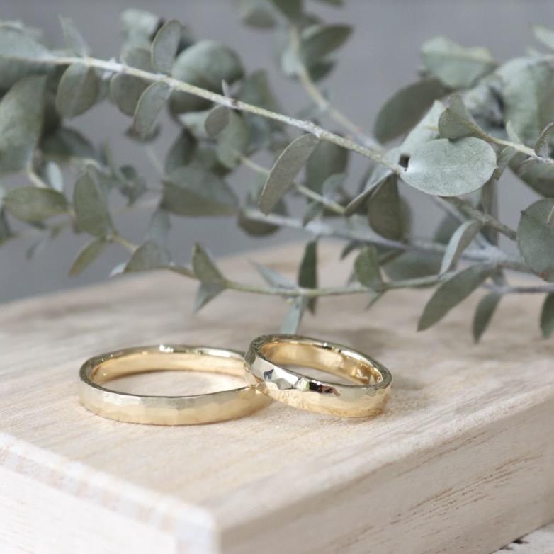 人気の槌目の結婚指輪について|槌目の種類とデザインアレンジの紹介