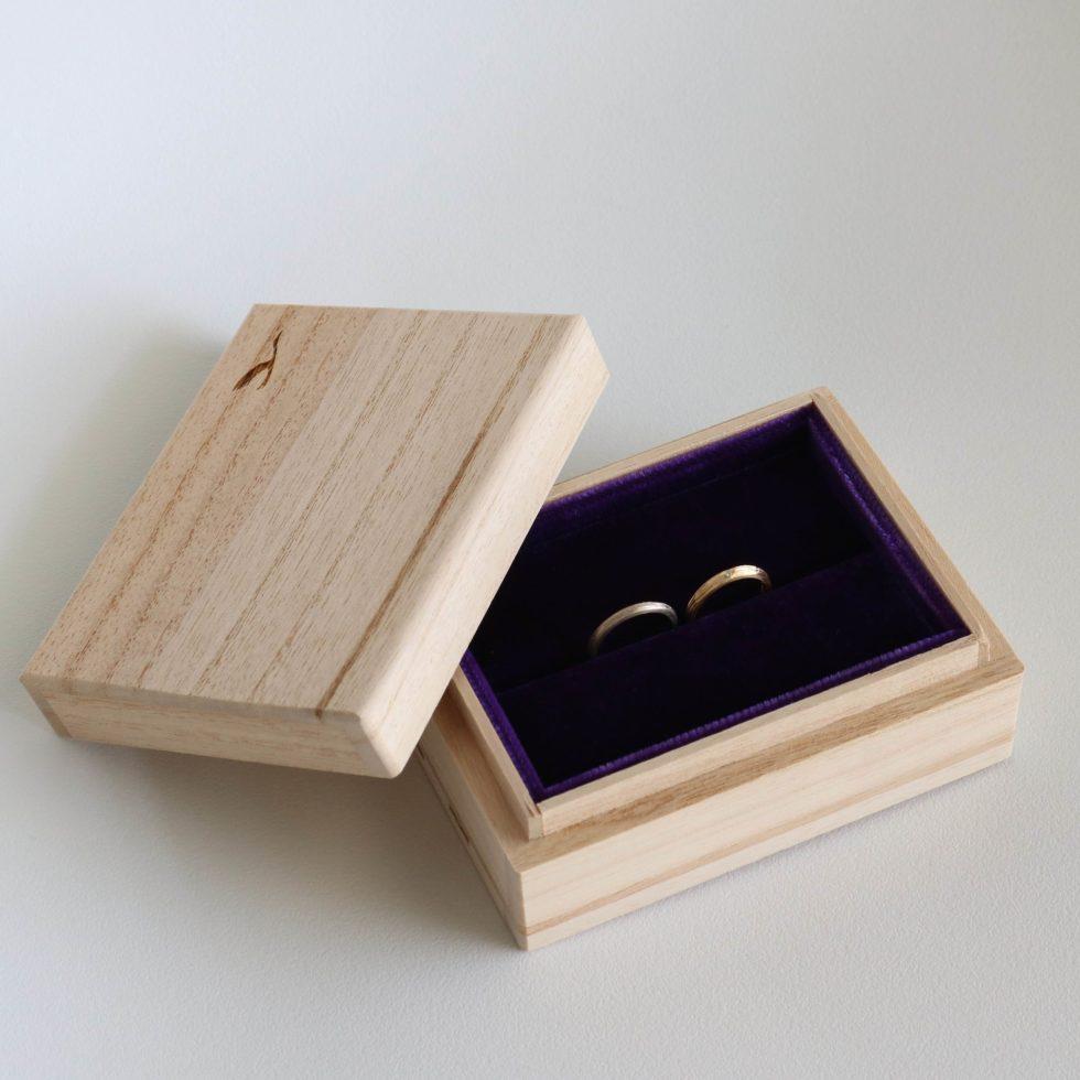 鶴(mikoto)の桐箱にいれた結婚指輪