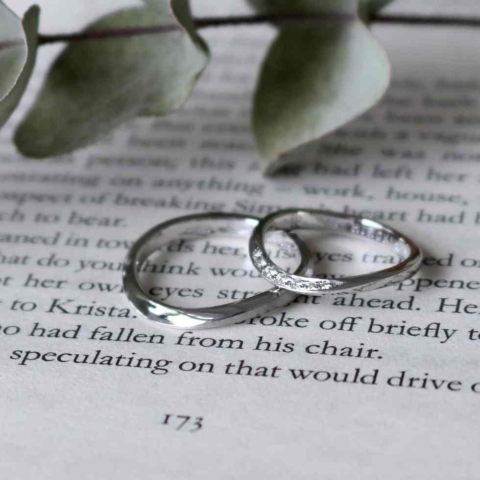 S字のオーダーメイドの結婚指輪