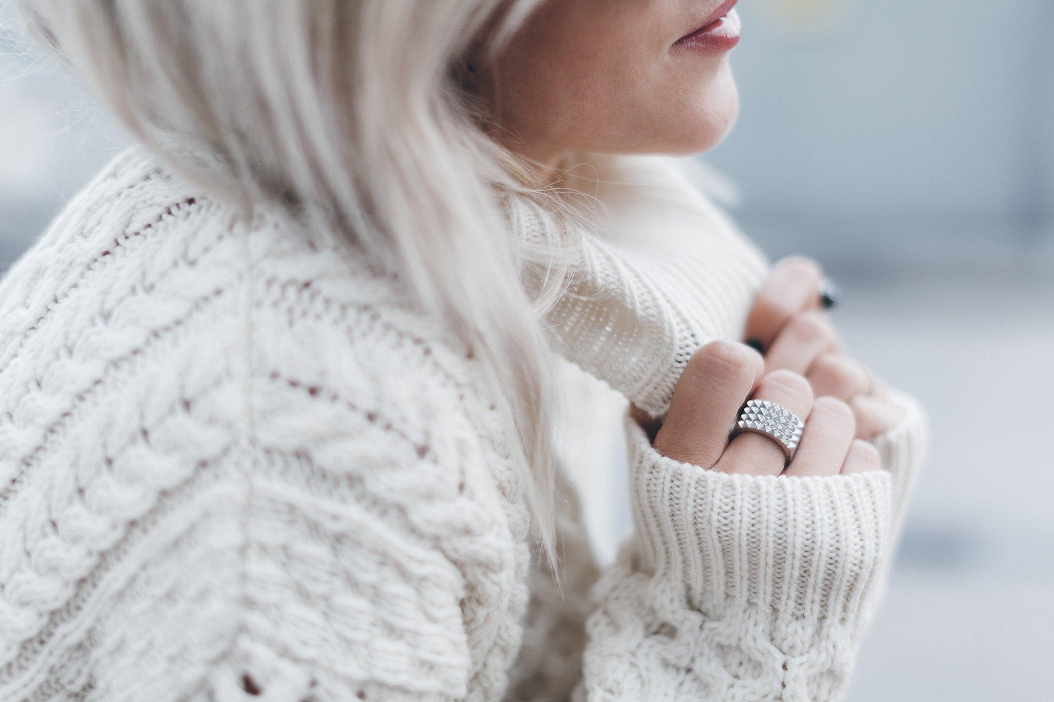 Bilderesultat for mikuta white sweater