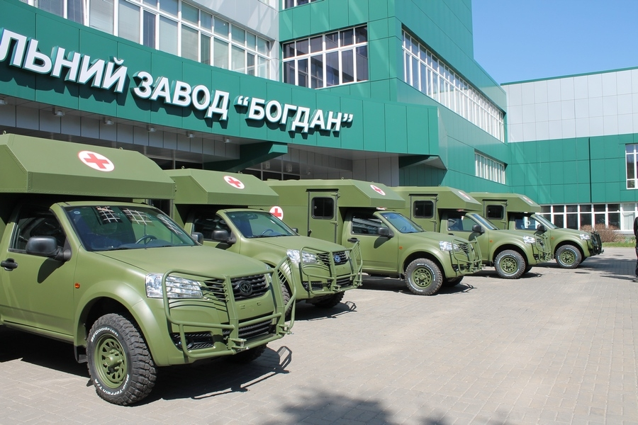 Автозавод «Богдан» відправляє до Збройних Сил першу партію санітарних машин Богдан-2251