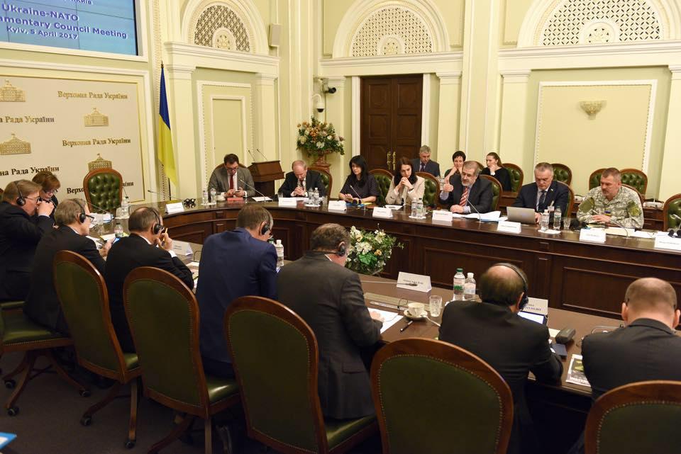 Верховна Рада підтримала Закон про відновлення курсу на членство в НАТО