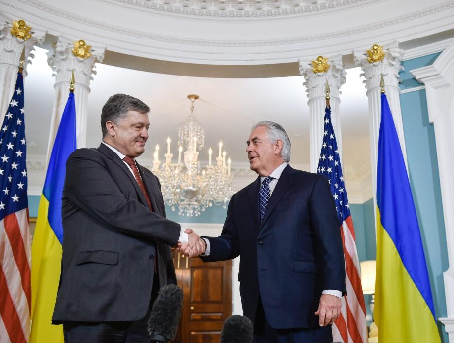 Порошенко і Тіллерсон обговорили шляхи надання Україні оборонної зброї