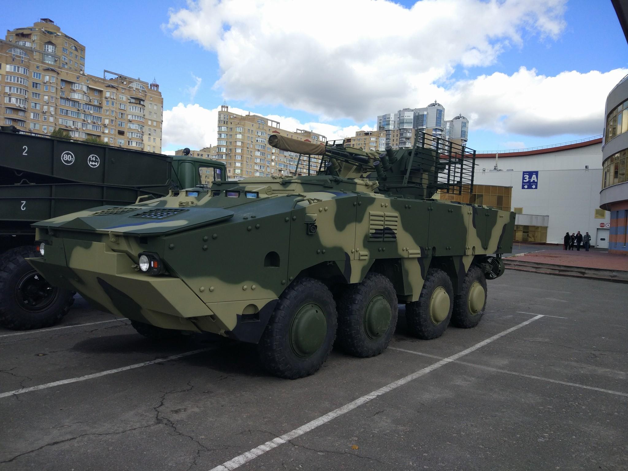 """На """"Зброя та безпека – 2017"""" показали нову модернізацію БТР-4"""