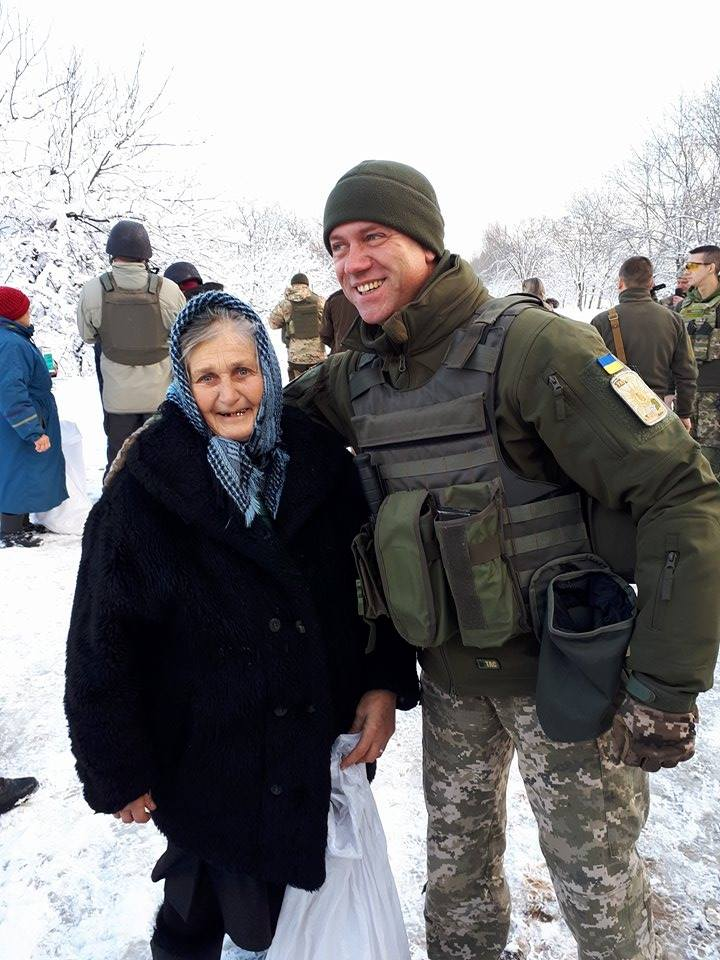 Мешканцям взятих під контроль українськими військовими селищ СІМІС доставив гуманітарну допомогу