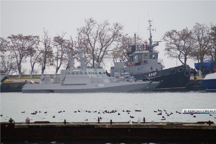 Захоплені українські військові кораблі у Керчі