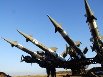 Ракети літають вище, літаки — безпечніше