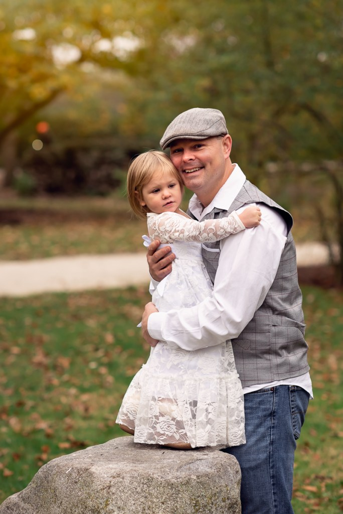 Family session for a father and his toddler daughter at Fabyan Forest Preserve in Geneva by family photographer Mila Craila Photography