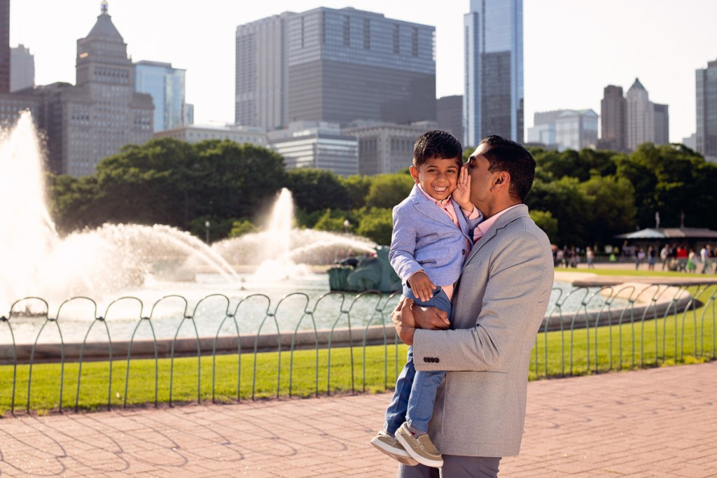 Family session for a dad with a boy at the Buckingham Fountain in Chicago in the summer by family photographer Mila Craila Photography