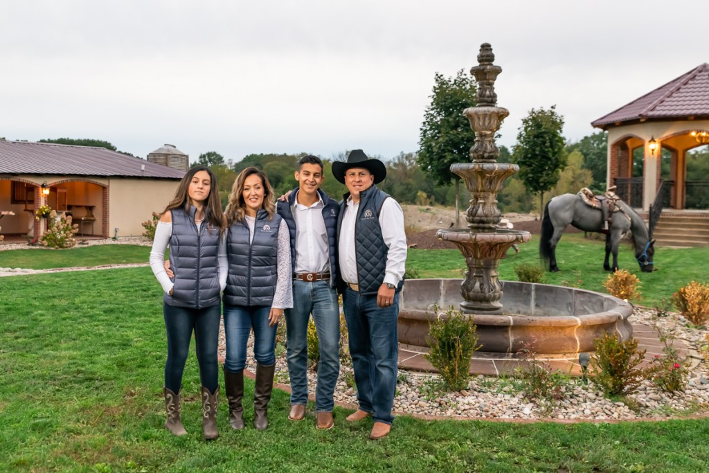 Family session for parents and teenage kids and a horse at Rancho Los Guzman in Joliet in the fall by family photographer Mila Craila Photography