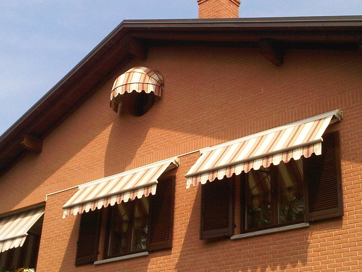 Ideali per la schermatura esterna di finestre e facciate continue, le tende da. Centro Serramenti Milani Serramenti Malnate Tende Da Sole E Pergole