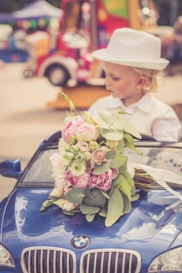 Svadba v Bratislave, v Sade Janka Krala v centre volneho casu aupark, chlapcek v auticku