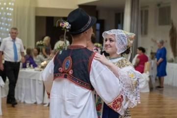 SVADBA_J&J_milanlahucky.sk_09_HOSTINA_CEPCENIE_023