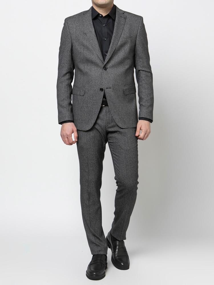 Γκρι κοστούμι