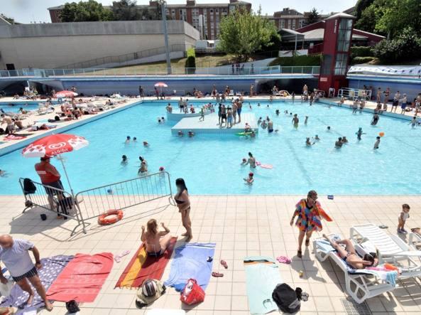 Riaprono le piscine allaperto Prezzi invariati solarium alla Cozzi  Corriereit