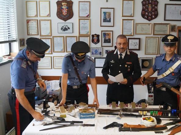 Fucili Berette Carabine Nascondeva Arsenale In Casa