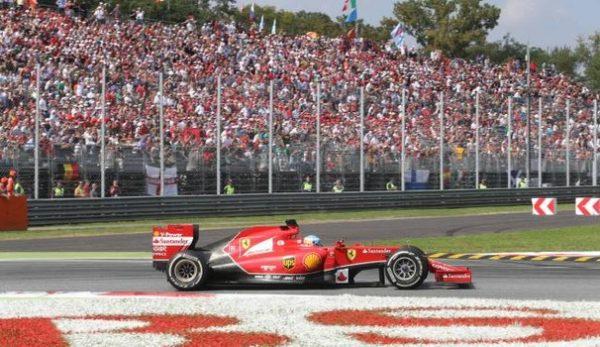Al Gran Premio di Monza sicurezza con metal detector e sbarramenti