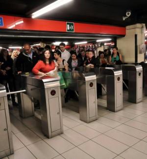 Atm chiude i tornelli di uscita per battere i furbetti del metr  Milano  Repubblicait
