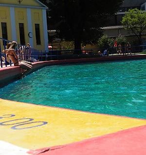 La piscina Romano nel degrado fra alghe sporcizia e