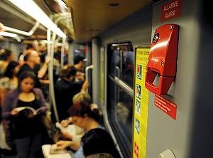 Metr scatta il freno di emergenza tre passeggeri contusi sulla linea 1  Milano  Repubblicait