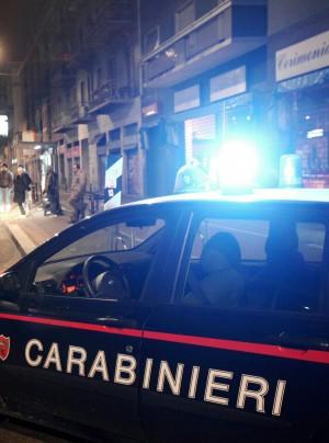 Sorprende la compagna con lamante Accoltella il rivale e fugge denunciato  Milano