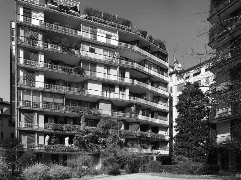 Condominio ai Giardini d'Arcadia dell'arch. Minoletti, costruito dove un tempo c'era il Palazzo Melzi di Cusano, in Porta Romana (foto di Marco Introini)