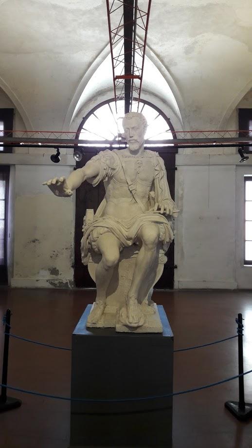 Il calco in gesso della statua bronzea che immortala Vespasiano nelle fogge del Marco Aurelio (foto di Robert Ribaudo)