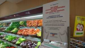 Supermarkets in Italy: 1-cent Surcharge on Produce Bags