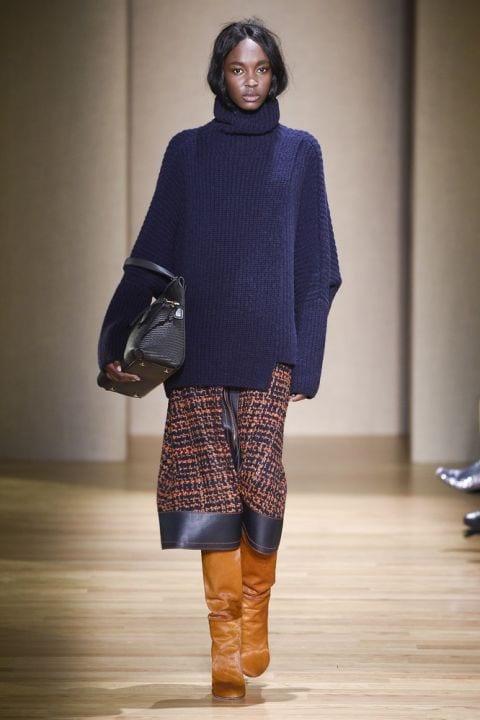 модный пуловер оверсайз agnona