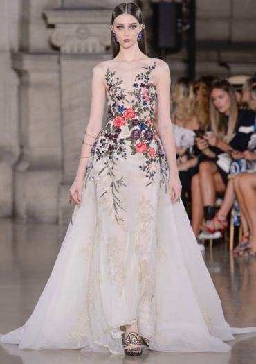 Свадебное платье с цветной вышивкой Georges Hobeika Haute Couture осень-зима 2017/18