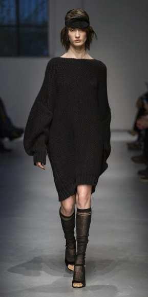 модное трикотажное платье les-copains