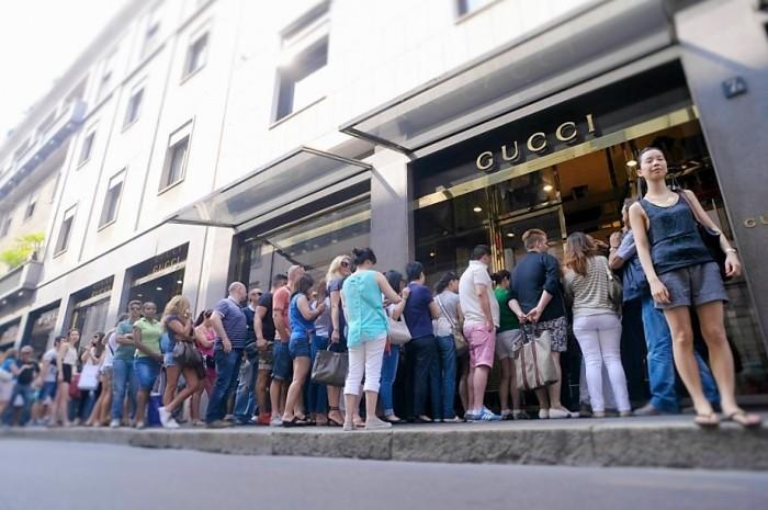 распродажи в Милане - бутик Гуччи