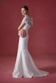 Oscar de la Renta wedding collection Fall 2016 3_601x901