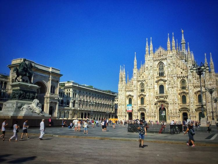 shopping milan Piazza Duomo