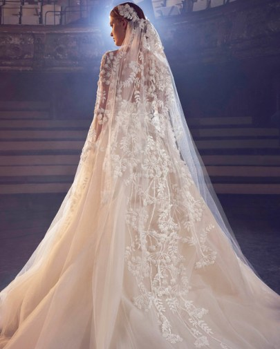 тенденция 2018 модная свадебная фата Elie Saab