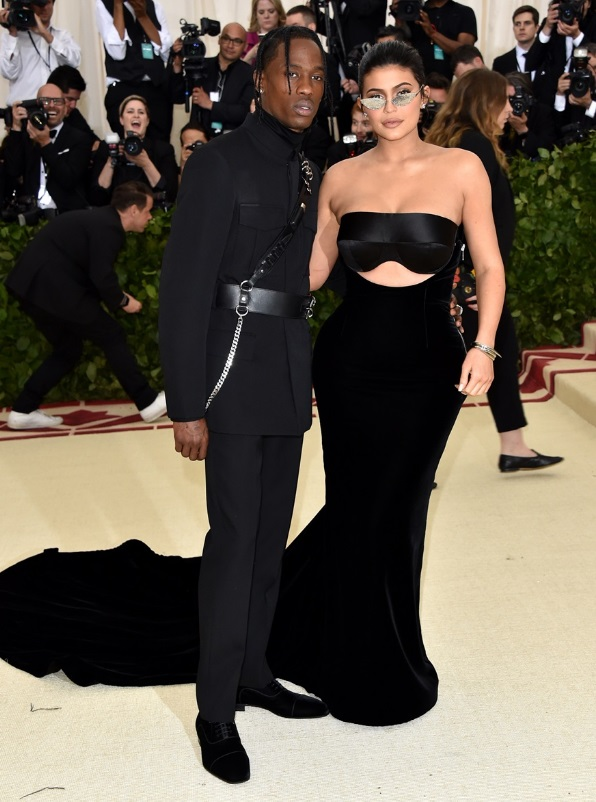 Travis Scott e Kylie Jenner in Alexander Wang